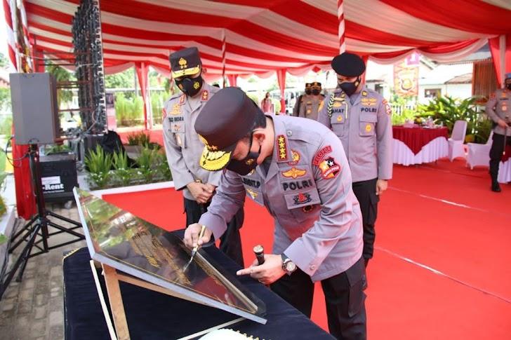 Kunjungan Kerja ke Palembang, Kapolri Resmikan Kampung Tangguh dan Aplikasi Polisi Dulur Kito