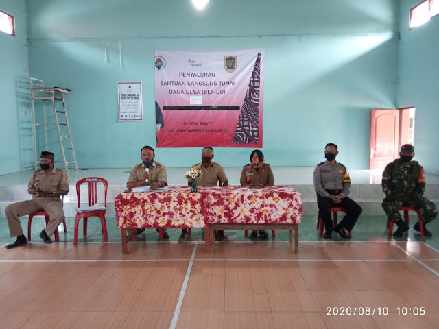 Babinsa Koramil Gnatiwarno  Dampingi Penyaluran BLT Dana Desa