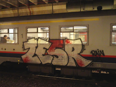 50% of the trains are painted by foreigners and 50% by Belgian writers. In most cases the trains aren't buffed and it's cool to see running panels and whole cars - Hulk