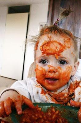 Parece una mascarilla para el cuidado de la piel de pasta con tomate.