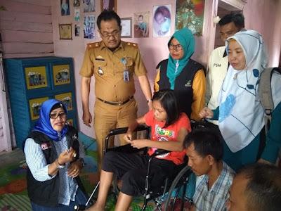 ACT Lampung Serahkan Bantuan Kursi Roda untuk Penderita Lumpuh di Kota Agung