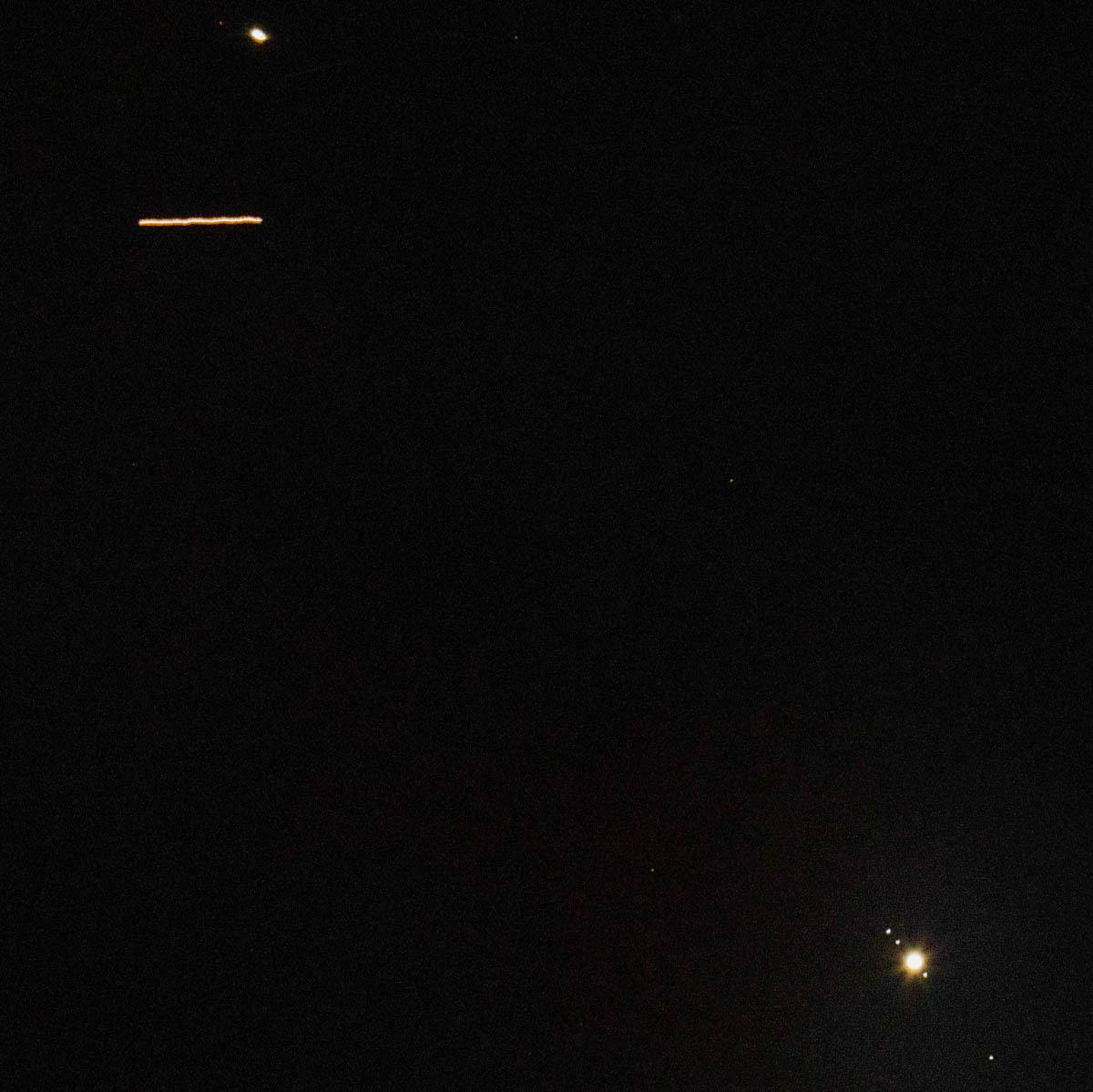 Estação espacial passa entre Saturno e Júpiter
