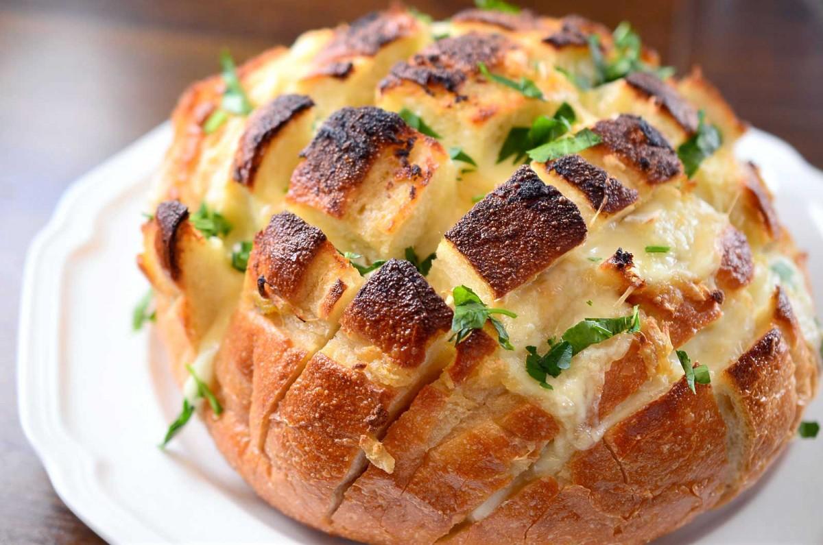 Pull Apart Garlic Cheese Bread