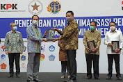Dukung Penertiban Aset, Gubernur Olly Dondokambey Terima Penghargaan Langsung Dari KPK