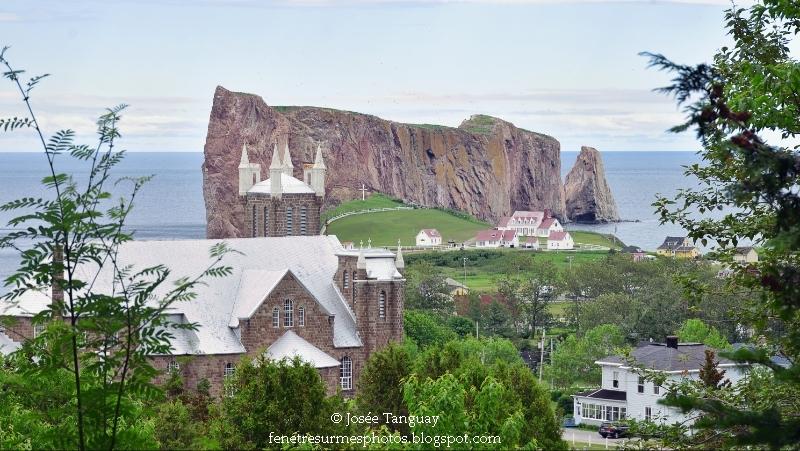 Église saint-Michel et rocher percé