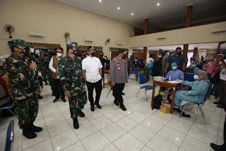 Kapolri Sebut TNI-Polri Siap Fasilitasi Warga Yogyakarta yang Ingin Percepat Vaksinasi Massal