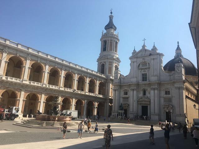 Plaza Santuario de La Santa Casa Loreto