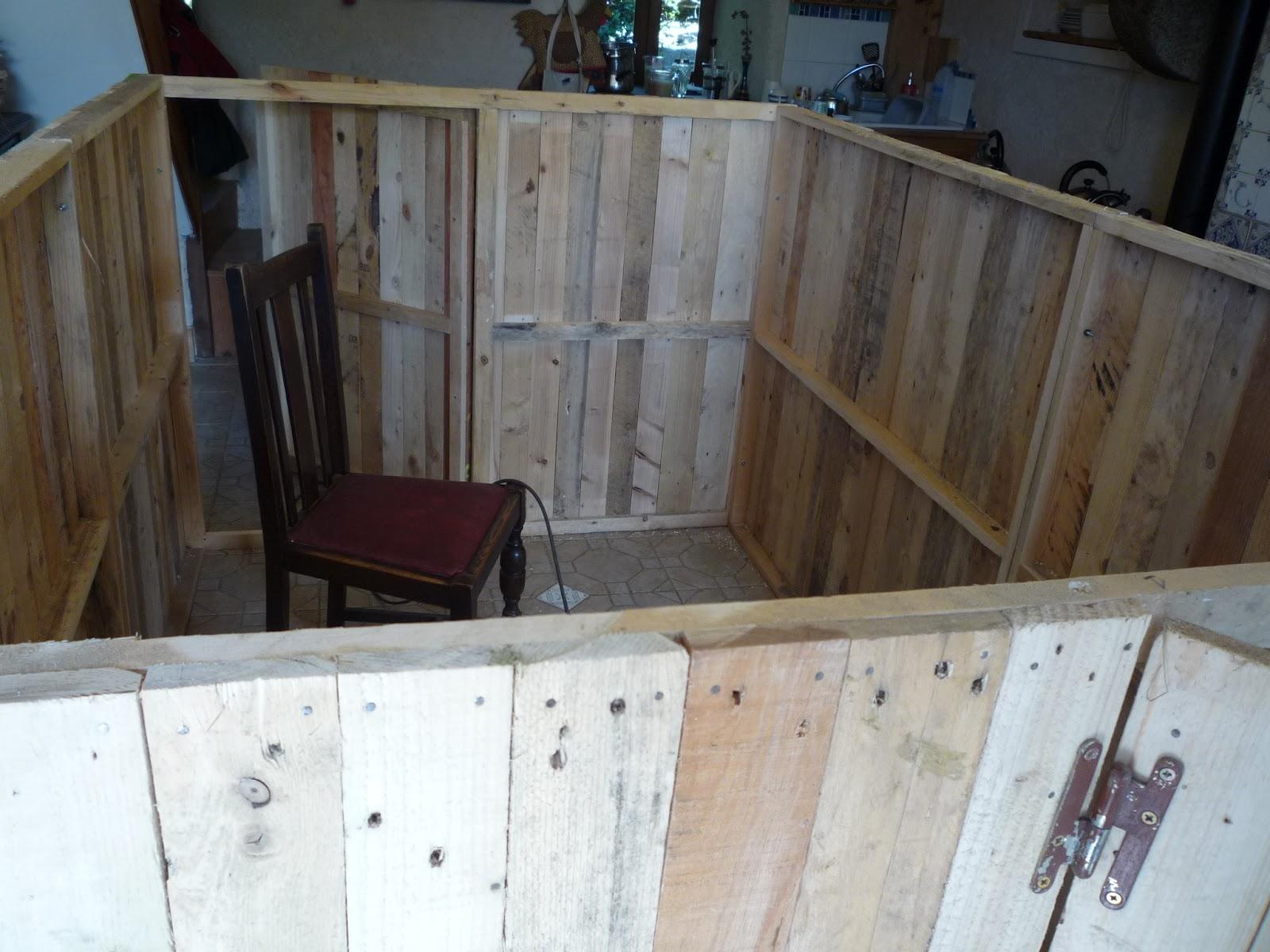 DIY Pallet Wood Hen House Chicken Coop Part 3 - Assembly.