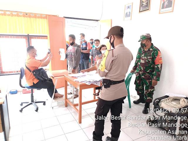 Supaya Tepat Sasaran, Personel Jajaran Kodim 0208/Asahan Dampingi Pemberian BST