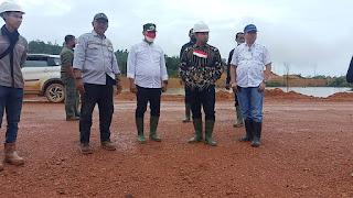 Saat Anggota komisi VII DPR-RI turun kelokasi tambang galian C di Singkep barat ,ia kecewa  kalo begini cara kerjanya tutup saja