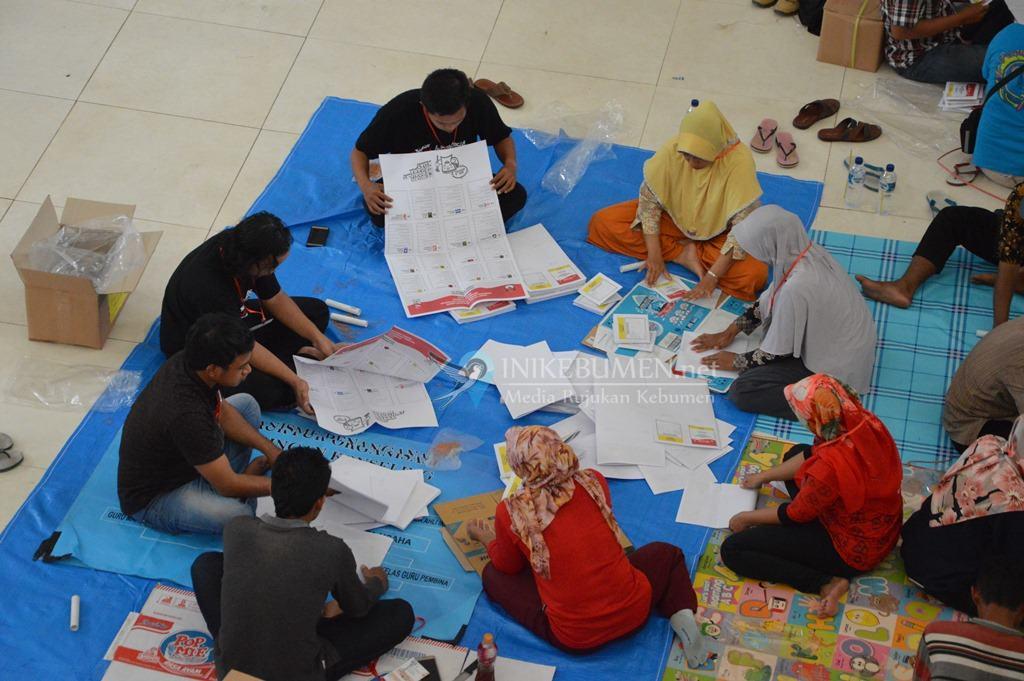 Libatkan Ratusan Warga, KPU Kebumen Mulai Lipat Surat Suara Pemilu