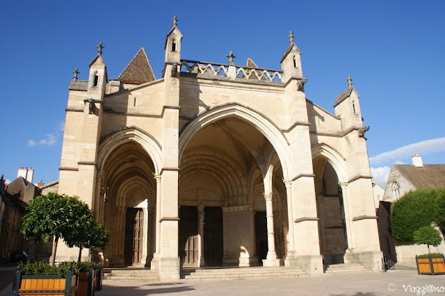 La Basilica Collegiale di Notre Dame legata al monastero di Cluny