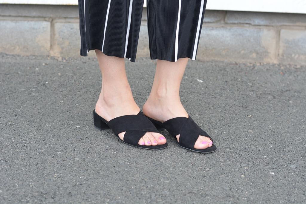 mango-mules-negras-sandals