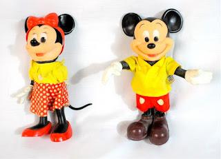 Gambar boneka Mickey dan Minnie Mouse berpasangan 12