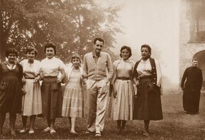 Salvador Vila Sala y el párroco de Falgars en 1956