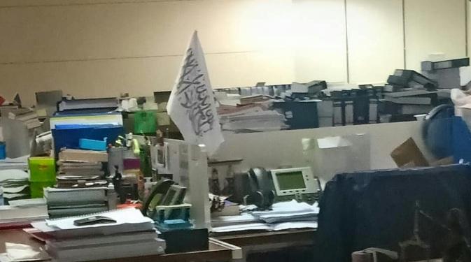 Pegawai KPK yang Mejanya Ada Bendera HTI Ternyata Seorang Jaksa, Tapi Kok Dia Aman & Tidak Ikut Dipecat?