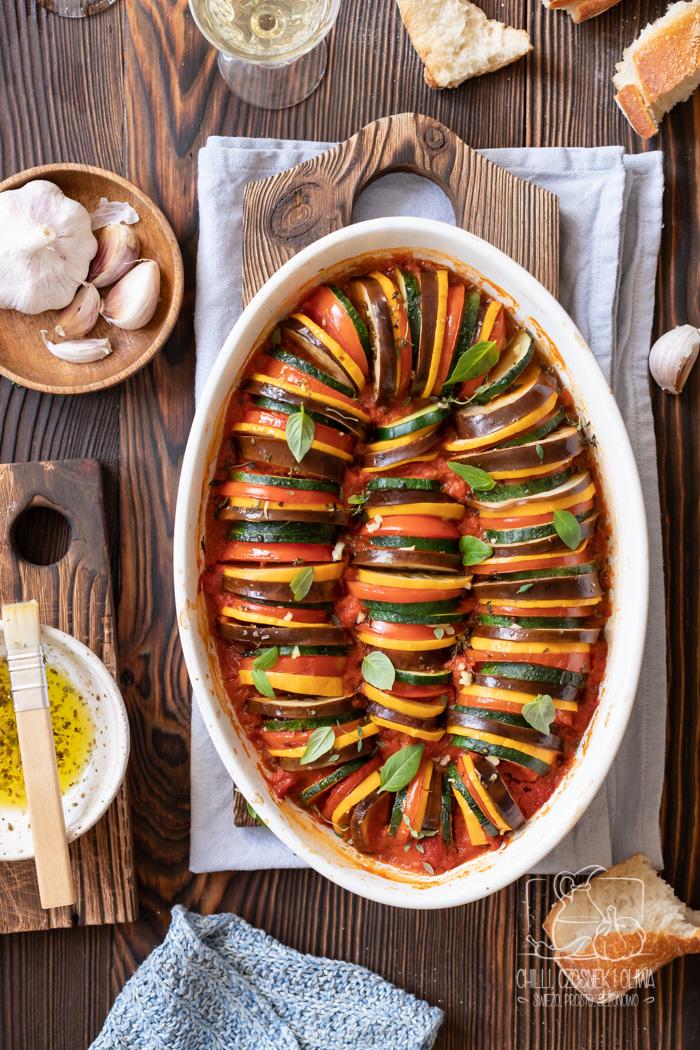 Jak zrobić francuski ratatouille? Przepis na ratatuj zapiekany