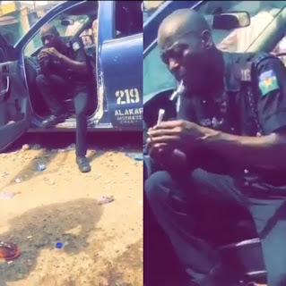 Nigerian Police Caught on Camera Seriously Wrapping And Smoking Weed
