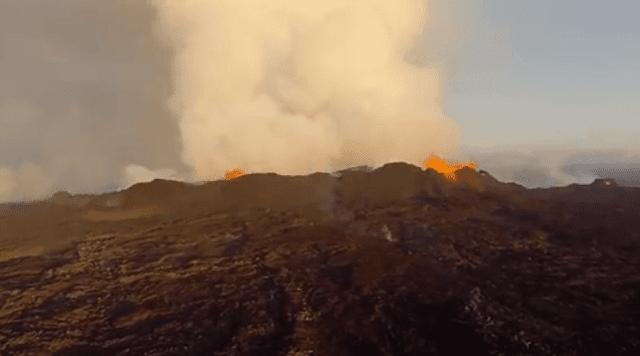 تبدأ الانفجارات في الجزء العلوي من البركان