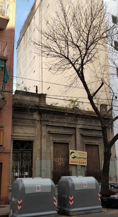 Casa chorizo entre edificios