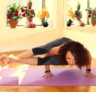 Health Benefits Of Astavakrasana Yoga - अष्टवक्रासन योग के स्वास्थ्य लाभ