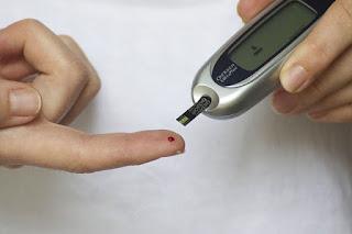 ما هي العلاقة بين الكيتونات والسكري