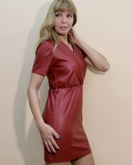 Mini φόρεμα με κοντό μανίκι & εξαιρετικής ποιότητας δερματίνη!