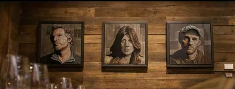 Картины Эндрю Майерс в баре