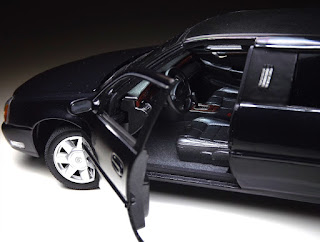 Cadillac Deville 1/18 Maisto 2002 Limousine