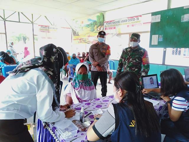 Pelaksanaan Vaksinasi Dosis Pertama Didampingi Personel Jajaran Kodim 0207/Simalungun