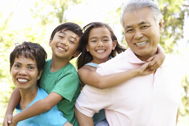 Mengapa Kakek - Nenek Lebih Sayang Cucu daripada Anak Sendiri?