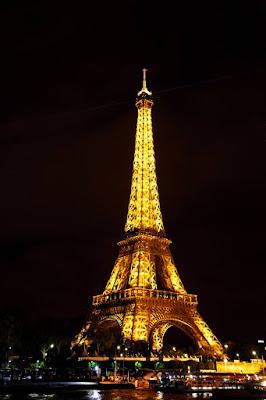 أوراق-تك منظر ليلي لبرج إيفيل