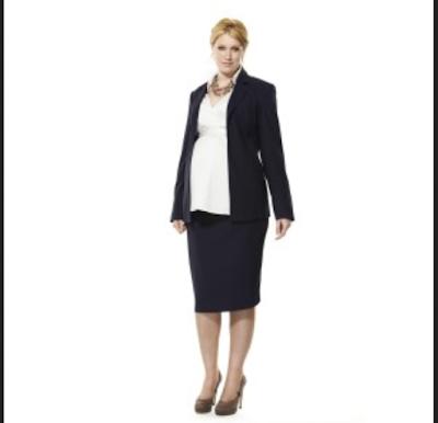 Busana kerja hamil dengan stelan blouse dan rok