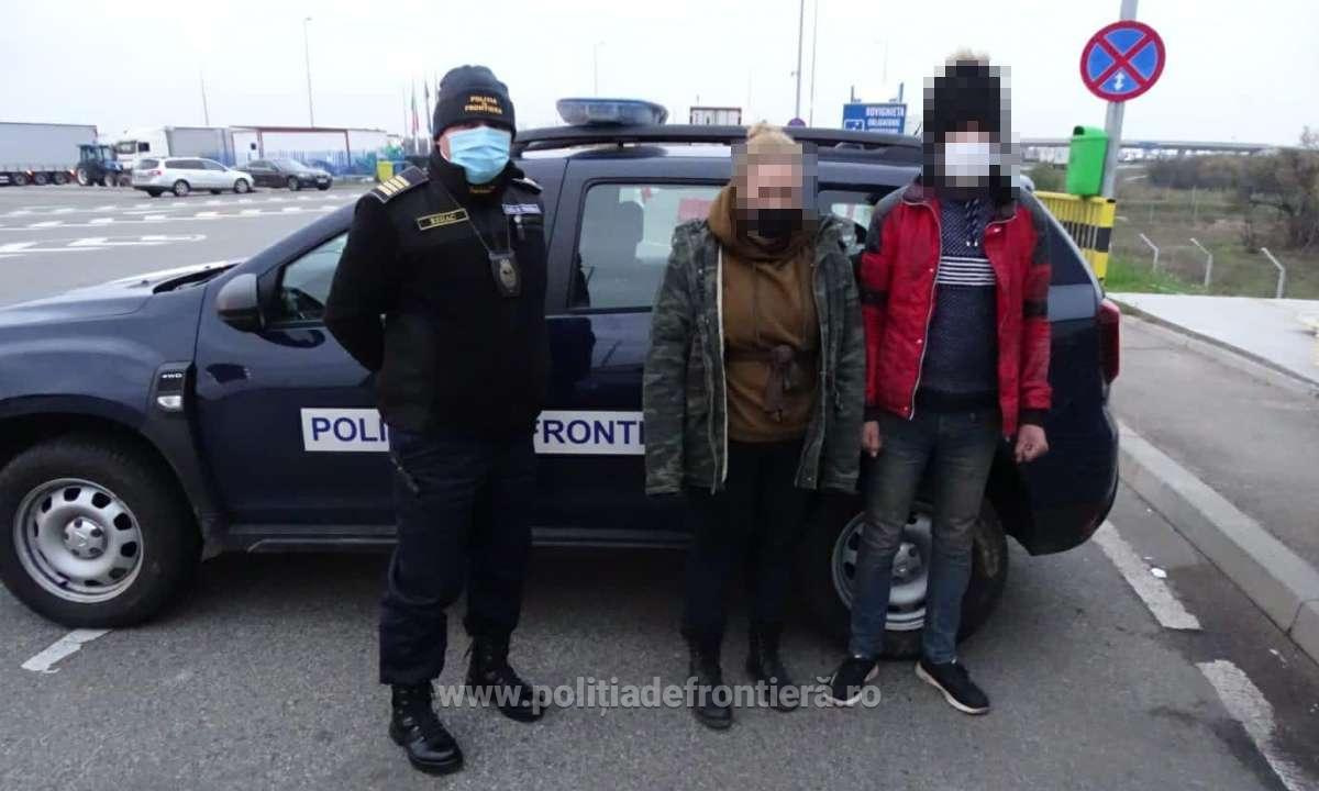 Cetățeni marocani și afgani, ascunși pe șasiul unor autovehicule, depistaţi la P.T.F. Calafat