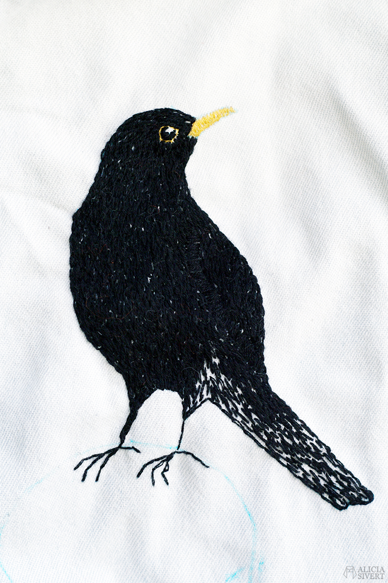 konst alicia sivert alicia sivertsson aliciasivert broderi konstsömnad art artist embroidery blackbird koltrast fågel bird schattérsöm