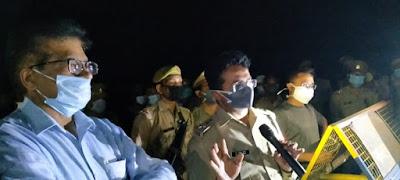 लॉकडाउन के दृष्टिगत जनपद जालौन एवं कानपुर देहात बॉर्डर में चेकिंग की गयी    In view of the lockdown, checking was done in Jalaun district and Kanpur Dehat border.        संवाददाता, Journalist Anil Prabhakar.                 www.upviral24.in