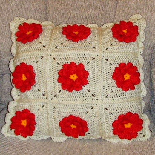 Dahlia in a Square Pillow - Free Crochet Pattern