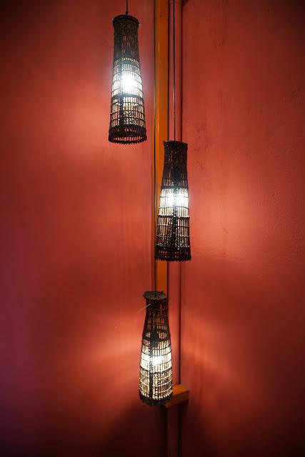 Lampu dari bubu di singgahsana lodge
