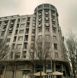 fachada de edifício estilo art d'eco no Porto