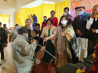 पार्षद मिथिलेश चौहान द्वारा लोहिया नगर वार्ड में कम्बल वितरण का आयोजन