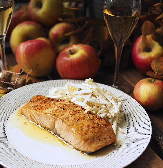 Omena-hunaja glaseerattu lohi ja juuriselleri-omenasalaatti