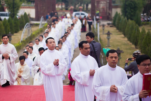 Lễ truyền chức Phó tế và Linh mục tại Giáo phận Lạng Sơn Cao Bằng 27.12.2017 - Ảnh minh hoạ 53