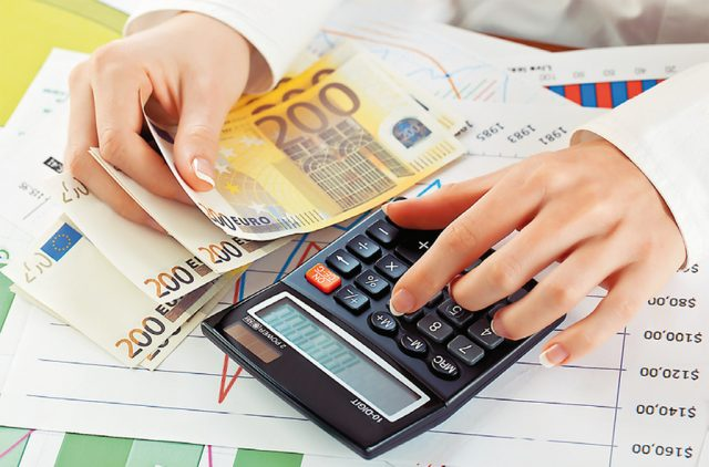 Φορολογικές δηλώσεις 2021: Τριπλή δόση φόρου εισοδήματος μέσα στον Σεπτέμβριο