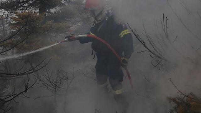 Πυροσβέστης τραυματίστηκε σοβαρά στην Πάρνηθα - Βρέθηκε εμπρηστικός μηχανισμός στη Βαρυμπόμπη