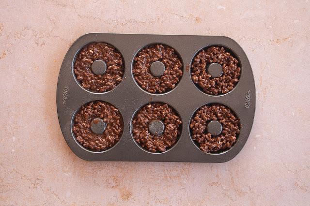 Donuts al cioccolato e riso soffiato step 4