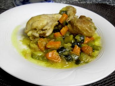 Pollo con verduras guisado con curry