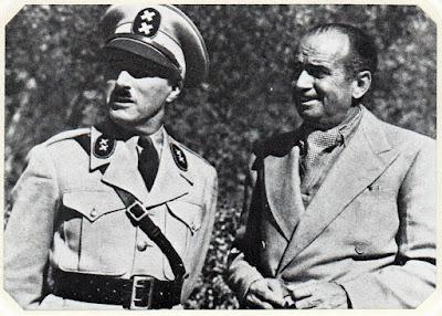 """Чарльз Чаплин и Дуглас Фэрбэнкс на съемках """"Великого диктатора"""", ноябрь 1939 г."""