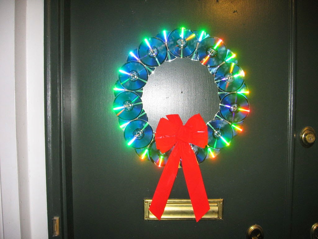 11 amazing diy ideas to recycle old cds for Christmas accessories
