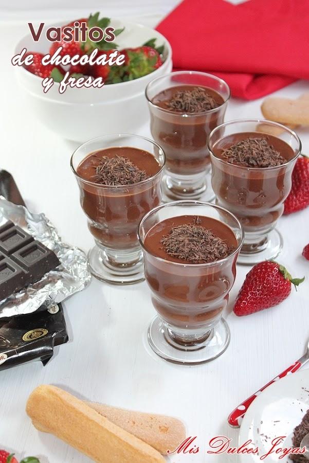 Vasitos de chocolate y fresa