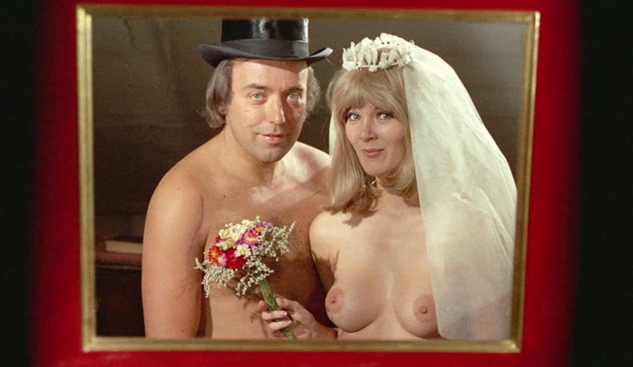 cheshskie-eroticheskie-komedii-gruppi-domashnee-foto